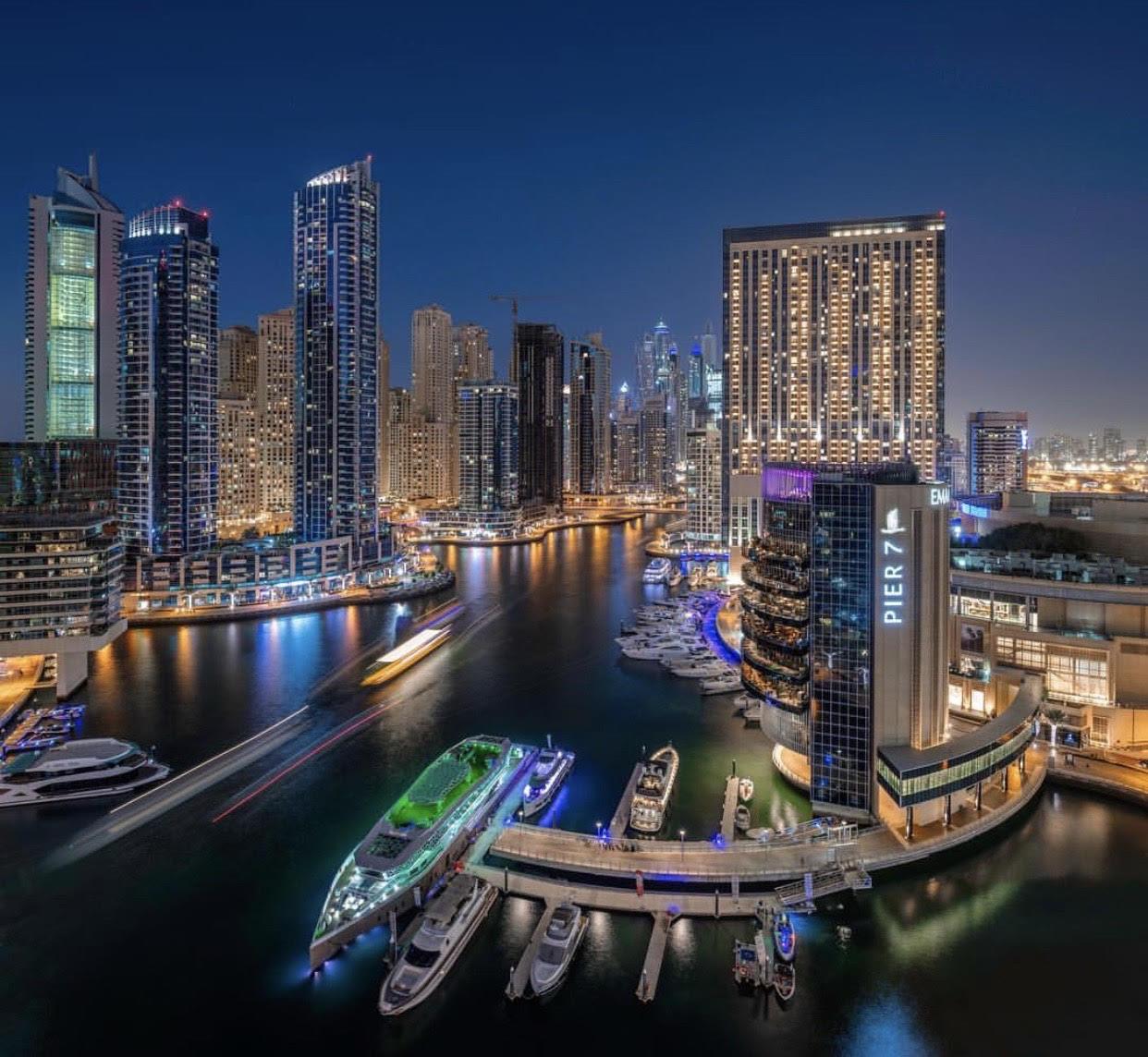 the-world's-largest-man-made-marina,-the-dubai-marina