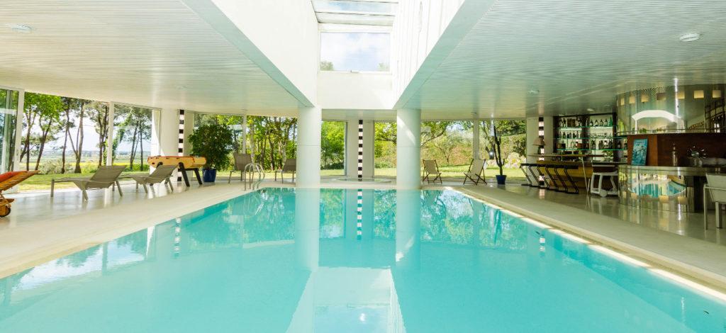10-luxury-properties-with-amazing-indoor-pools
