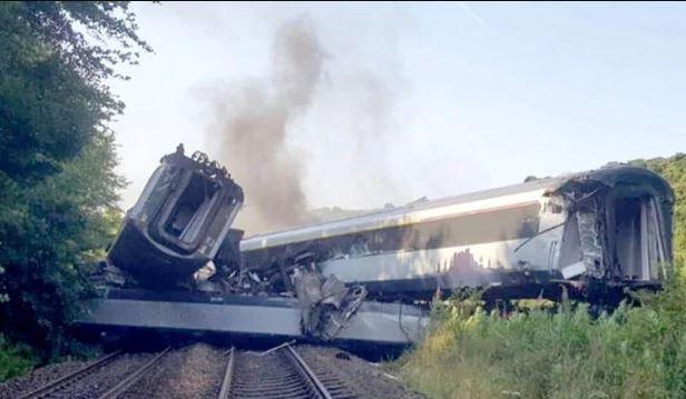 3-dead-after-passenger-train-derails-in-scotland