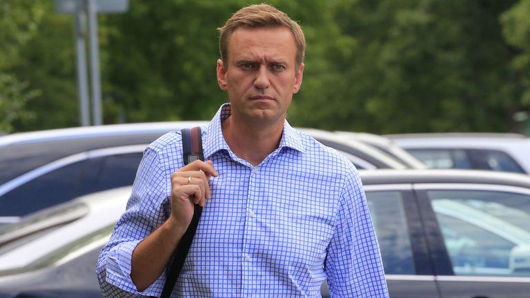 kremlin-critic-alexei-navalny-was-poisoned-say-german-doctors